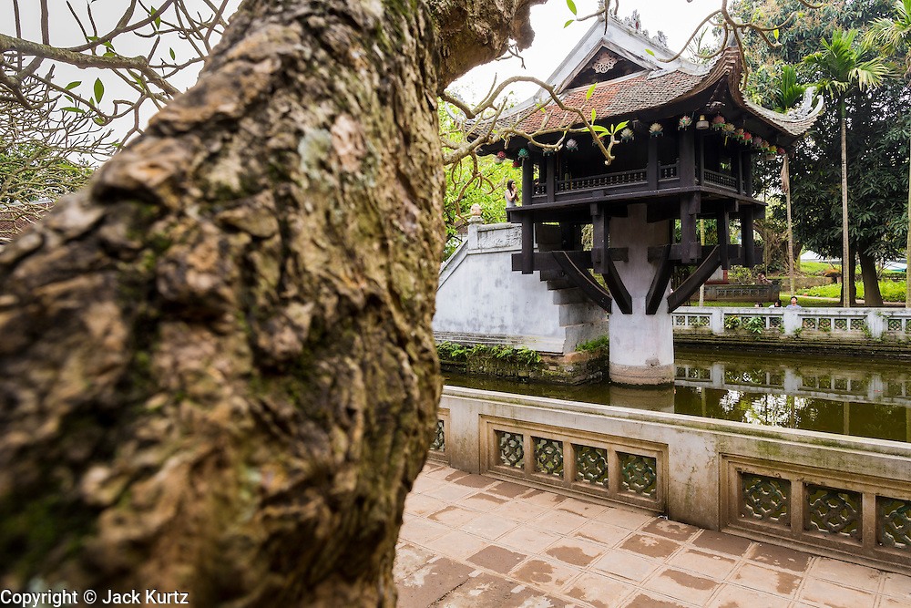 08 APRIL 2012 - HANOI, VIETNAM:   The One Pillar Pagoda (Vietnamese:Chùa Mt Ct, formally Diên Hu t, which litterally means long lasting happiness and good luck) is a historic Buddhist temple in Hanoi, the capital of Vietnam. It is in a park next to Ho Chi Minh's Mausoleum and museum.     PHOTO BY JACK KURTZ