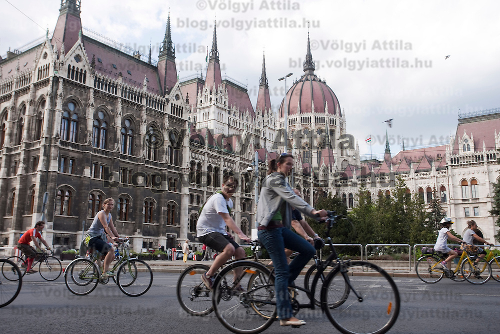 Participants of the Critical Mass event tour by bicycles through Budapest to present they are not a minority in the city and to show the alternative way of traffic opposed to cars. Budapest, Hungary. Sunday, 19. April 2009. ATTILA VOLGYI