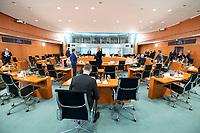 01 APR 2020, BERLIN/GERMANY:<br /> Uebersicht Saal vor Beginn der Kabinettsitzung, die aufgrund der Abstandsregeln wegen der Corona-Pandemie im  Internationalen Konferenzsaal stattfindet, Bundeskanzleramt<br /> IMAGE: 20200401-01-011<br /> KEYWORDS: Kabinett, Sitzung, Übersicht