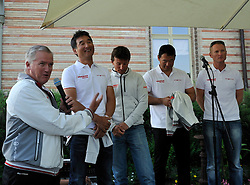 Peter Gilmour introduces his team at the opening ceremony. Photo: Chris Davies/WMRT