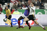 Fotball<br /> Privatlandskamp<br /> 12.11.2005<br /> Frankrike v Tyskland 0-0<br /> Foto: Dppi/Digitalsport<br /> NORWAY ONLY<br /> <br /> LILIAN THURAM (FRA) / MIROSLAV KLOSE (GER)