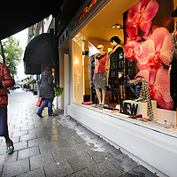 Nederland, Amsterdam , 22 augustus 2014.<br /> Sjieke winkels in de Beethovenstraat.<br /> Posh shopping in Beethovenstraat in Amsterdam South.