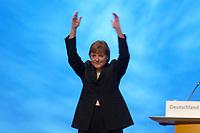 01 DEC 2003, BERLIN/GERMANY:<br /> Angela Merkel, CDU Bundesvorsitzende, haelt nach ihrer Eroeffnungede die Haende mit der Geste der Siegerin ueber den Kopf, waehrend die Delegierten ihr minutenlang applaudieren, 17. CDU Parteitag, Messe Leipzig<br /> IMAGE: 20031201-01-081<br /> KEYWORDS: party congress, Eröffnungsrede,  Applaus, Freude, Jubel, Sieg, winkt, winken