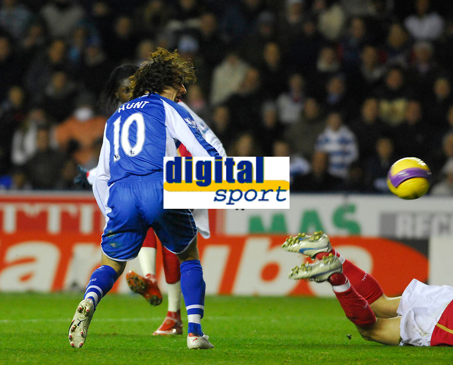 Photo: Leigh Quinnell/Sportsbeat Images.<br /> Reading v Arsenal. The FA Barclays Premiership. 12/11/2007. Readings Stephen Hunt can only watch as Arsenals   Emmanuel Adebayor(hidden) scores.
