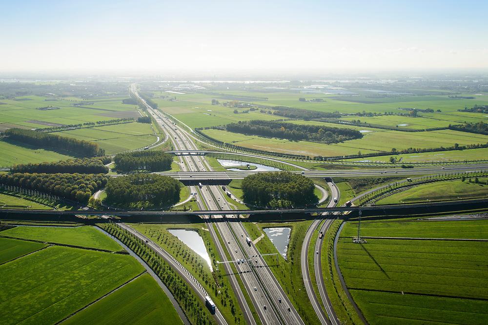 Nederland, Gelderland, Deil, 24-10-2013; knooppunt Deil, kruising A15 (vlnr) en A2, richting Den Bosch, Maas aan de horizin.  <br /> Betuweroute onder in beeld, vlnr parallel aan A15.<br /> Deil junction, main motorway A15 Rotterdam Harbour - Germany crossing A2 to the South. <br /> luchtfoto (toeslag op standaard tarieven);<br /> aerial photo (additional fee required);<br /> copyright foto/photo Siebe Swart.