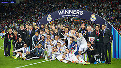 12-08-2014 WAL: UEFA Super Pokal, Real Madrid vs FC Sevilla, Cardiff<br /> Real Madrid's celebrate with the trophy after their 2-0 victory over Sevilla during the UEFA Super Cup at the Cardiff City Stadium. Cristiano Ronaldo, Gareth Bale, goalkeeper Iker Casillas, Isco, Sergio Ramos, head coach Carlo Ancelotti<br /> <br /> ***NETHERLANDS ONLY***