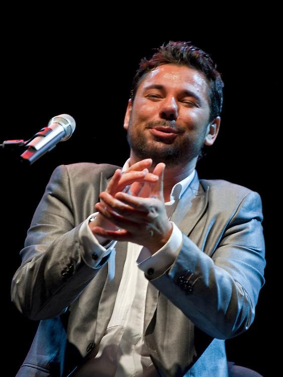 Miguel Poveda, en su concierto de los Veranos de la Villa 2010 en Madrid.