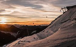THEMENBILD - Gondeln und die Bergstation der Wildspitzbahn bei Sonnenaufgang, aufgenommen am 12. September 2018 in Mitterberg am Pitzaler Gletscher, Österreich // Gondolas and the mountain station of the Wildspitzbahn at sunrise at the Pitztal Glacier, Mittelberg, Austria on 2018/mm/dd. EXPA Pictures © 2018, PhotoCredit: EXPA/ JFK