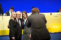 DEU, Deutschland, Germany, Berlin, 09.03.2013:<br />64. Ordentlicher Bundesparteitag der FDP im Hotel Estrel in Berlin-Neukölln. Der FDP-Fraktionsvorsitzende Rainer Brüderle (M) posiert mit zwei jungen FDP-Frauen für ein Foto.