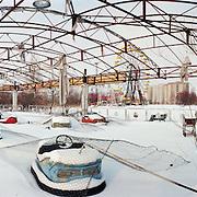 Oekraine , Tsjernobyl  - 04-03-1996-<br /> .Pripyat.<br /> De omgeving van de kerncentrale.<br /> De verlaten 1 mei kermis.<br /> <br /> <br /> Foto: Sake Elzinga / Hollandse Hoogte