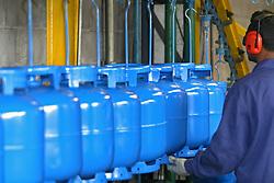 Oficina de requalificacao de botijoes de gas GLP (gas liquefeito de petroleo). Os vazilhames sao periodicamente reavaliados. A requalificacao ou reteste dos botijoes e obrigatoria. / Maintenance LPG cylinders, liquefied petroleum gas (also called LPG, LP Gas, or autogas)..Foto © Fabio Salles/Argosfoto