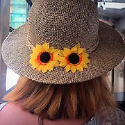 Prague. #prag #praha #prague #czechrepublic #publictransport #tram #flowers #hat #woman #summer #strohhut #travelmate #tschechien