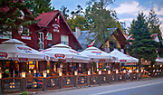 2012-09-15. Polańczyk Zdrój - restauracje przy głównej ulicy