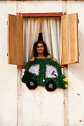 Santa Leopoldina_ES, Brasil...Artesa mostrando seus tapetes na janela de sua casa em Tirol...Craftswoman showing her carpet in the window in Tirol...Foto: LEO DRUMOND / NITRO