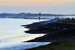 © Licensed to London News Pictures. 26/09/2018<br /> GRAVESEND, UK.<br /> Autumn sunrise this morning along the banks of the River Thames from Saxon Shore Way, Gravesend.<br /> Photo credit: Grant Falvey/LNP
