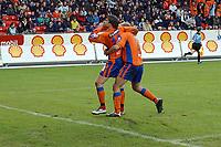 Fotball Eliteserien 10.04.05 - Rosenborg ( RBK ) - Aalesund  2-2, Rune Johansen jubler mot RBKs supportere                            <br /> Foto. Carl-Erik Eriksson, Digitalsport