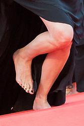 May 13, 2016 - Cannes, France - INCIDENT DE CHAUSSURES POUR JULIA ROBERTS LORS DE LA MONTEE DES MARCHES DU FILM 'MONEY MONSTER' - 69EME FESTIVAL DU FILM DE CANNES (Credit Image: © Visual via ZUMA Press)