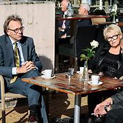 NLD/Staverden/20121004- Huwelijk schaatsster Marianne Timmer met voetbalkeeper Henk Timmer, columnist en oud voetballer Jan Mulder met partner Johanna