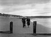 01/02/1957<br /> 02/01/1957<br /> 01 February 1957<br /> View of Youghal beach, Co. Cork.