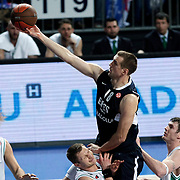 Efes Pilsen's Nikola VUJCIC (C) and Montepaschi Siena's Shaun STONEROOK (L) during their Turkish Airlines Euroleague Basketball Top 16 Group G Game 1 match Efes Pilsen between Montepaschi Siena at Sinan Erdem Arena in Istanbul, Turkey, Wednesday, January 19, 2011. Photo by TURKPIX