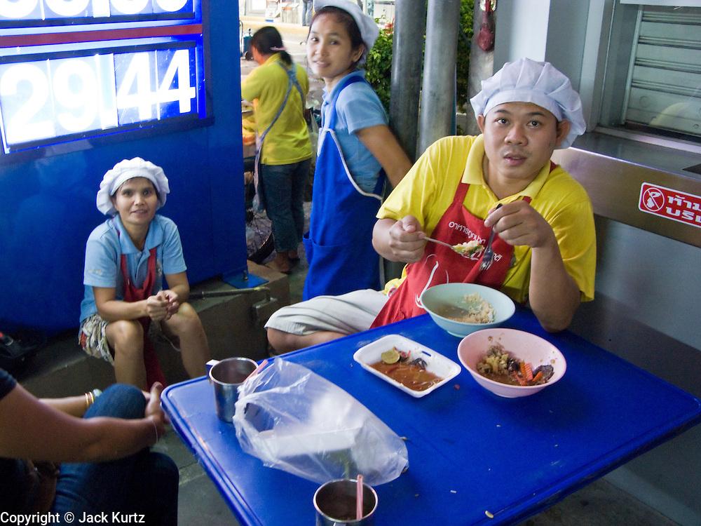 29 FEBRUARY 2008 -- BANGKOK, THAILAND:   A snack stall on Sukhumvit Rd in Bangkok, Thailand.   Photo by Jack Kurtz