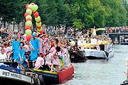 """De Canal Parade 2014 - een botenparade over de Amsterdamse grachten en het hoogtepunt van Gay Pride Amsterdam.<br /> <br /> The Canal Parade 2014 - a boat parade on the canals of Amsterdam and the highlight of Gay Pride Amsterdam.<br /> <br /> Op de foto / On the photo: De deelnemende """" Marokaanse boot """" en erachte de """"Joodse"""" Boot/ Participating """"Moroccan boat"""" en behind the """"Jewish"""" boat."""