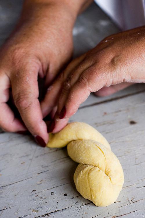 Jeceaba_MG, Brasil...Processo artesanal na producao de quitanda...The process for the quitanta production...Foto: BRUNO MAGALHAES / NITRO