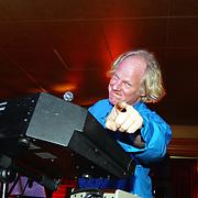 NLD/Uitgeest/20040114 - Uitreiking populariteitsprijs 2004, oud Circus Custers zanger, Joseph Custers