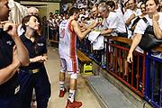 DESCRIZIONE : Campionato 2014/15 Serie A Beko Grissin Bon Reggio Emilia -  Dinamo Banco di Sardegna Sassar Finale Playoff Gara1<br /> GIOCATORE : Andrea Cinciarini<br /> CATEGORIA : Tifosi Pubblico Spettatori Ritratto Esultanza Postgame<br /> SQUADRA : Grissin Bon Reggio Emilia<br /> EVENTO : LegaBasket Serie A Beko 2014/2015<br /> GARA : Grissin Bon Reggio Emilia - Dinamo Banco di Sardegna Sassari Finale Playoff Gara1<br /> DATA : 14/06/2015<br /> SPORT : Pallacanestro <br /> AUTORE : Agenzia Ciamillo-Castoria/GiulioCiamillo
