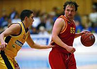 Basketball<br /> BLNO 2004/2005<br /> Asker Aliens v Bærum Verk Jets<br /> 06.10.2004<br /> Foto: Morten Olsen, Digitalsport<br /> <br /> Mathias Eckhoff - Bærum<br /> Hani Issalhi - Asker
