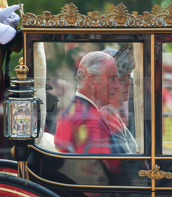 © Licensed to London News Pictures. 20/10/2015. London UK. A carriage carrying Prince Charles and Camilla, Duchess of Cornwall makes its way along the Mall to Buckingham Palace as Chinese President Xi Jinping starts day one of a four day State Visit to the United Kingdom. Photo credit: Ben Cawthra/LNP