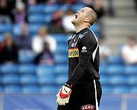 Fotball<br /> Tippeligaen Eliteserien<br /> 16.05.07<br /> Ullevaal Stadion<br /> Vålerenga VIF - Sandefjord<br /> En skuffet SF keeper Espen Bugge Pettersen roper ut sin frustrasjon<br /> Foto - Kasper Wikestad