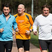 NLD/Laren/20140405 - Rene Froger, zoon Danny Froger en beveiliger Frank Schmitt trainen voor de Toppers,