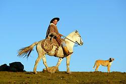 Um gaúcho a cavalo nos campos de Encruzilhada do Sul. FOTO: Jefferson Bernardes/Preview.com