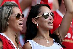 Torcedoras do Internacional antes da partida amistosa contra o Peñarol, do Uruguai, na reinauguração do estádio Beira Rio, em Porto Alegre. O estádio Beira Rio receberá os jogos da Copa do Mundo de Futebol 2014. FOTO: Jefferson Bernardes/ Agência Preview