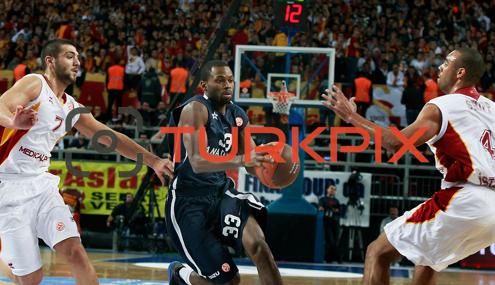 Anadolu Efes's Oliver Lafayette (C) during their Turkish Airlines Euroleague Basketball Top 16 Game 1 match Anadolu Efes between Galatasaray at Sinan Erdem Arena in Istanbul, Turkey, Thursday, January 19, 2012. Photo by TURKPIX