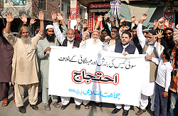November 18, 2018 - Pakistan - LAHORE, PAKISTAN, NOV 18: Activists of Jamat-e-Islami are holding protest demonstration .against gas load shedding in their area, at Clifton Colony in Lahore on Sunday, November 18, .2018. (Credit Image: © PPI via ZUMA Wire)