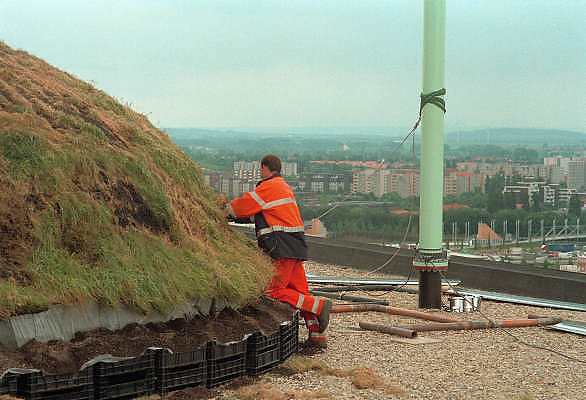 """Duitsland, Hannover expo 2000, mei 2000.""""Plaggenhut""""op het dak van het Nederlandse paviljoenFoto: Flip Franssen/Hollandse Hoogte"""