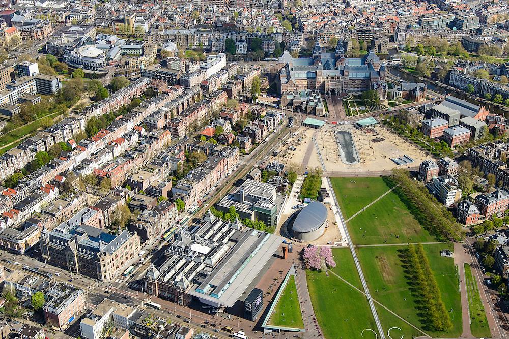 Nederland, Noord-Holland, Amsterdam, 09-04-2014;<br /> Het Museumplein en Museumkwartier. Onder Stedelijk Museum , dan het Van Goghmuseum en de achterkant van het Rijksmuseum met fietstunnel (rechtsboven). <br /> View on the Museumplein. From bottom left (CW) the Stedelijk Museum, Van Goghmuseum and the rear side of the Rijksmuseum.<br /> luchtfoto (toeslag op standard tarieven);<br /> aerial photo (additional fee required);<br /> copyright foto/photo Siebe Swart
