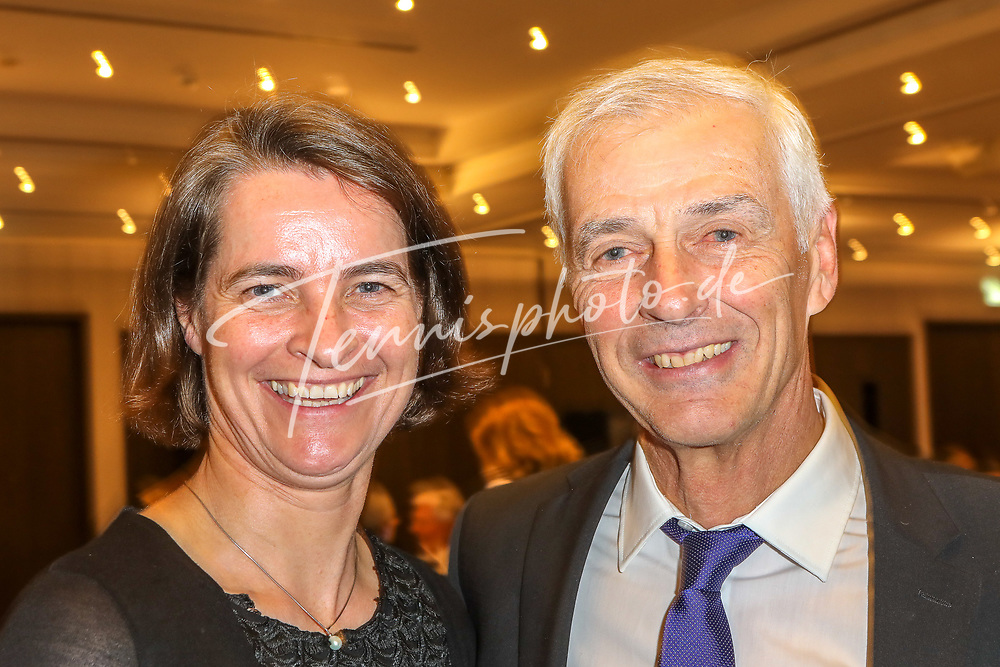 Veronika Rücker (DOSB Vorsitzende) und Klaus Eberhard (DTB-Sportdirektor), DTB-Mitgliederversammlung, Mannheim, 17.11.2018, Foto: Claudio Gärtner