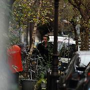NLD/Amsterdam/20061221 - Daan Schuurman bij zijn woning Utrechtsedwarsstraat in Amsterdam