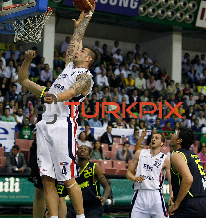 Efes Pilsen's Mario KASUN (L), Sinan GULER (2ndR) and Fenerbahce Ulker's Tarence Anthony KINSEY (C) during their Turkish Basketball league Play Off Final first leg match Efes Pilsen between Fenerbahce Ulker at the Ayhan Sahenk Arena in Istanbul Turkey on Thursday 20 May 2010. Photo by Aykut AKICI/TURKPIX