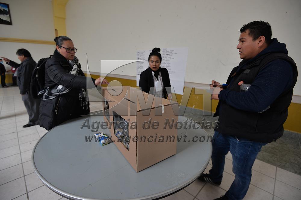 TOLUCA, México.- (Enero 08, 2018).- La militancia de MORENA eligió durante su Consejo Estatal a su candidato a la presidencia municipal de Toluca. Agencia MVT / Crisanta Espinosa.