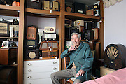 Ted Carter in his prefab in Catford, in January 2013 I  love prefabs. Some people will think living in a prefab is like living in a box. Yes, it might sound or even look a bit like that but what a lovely, sophisticated box! I am talking about post-war prefabs, erected in a hurry just after the war when Britain was suffering an unprecedented housing shortage. More than 150 000 of these prefabricated houses were erected all over the UK mainly ins small estates. They were luxury to most of the residents who mainly were service men coming back from the war and reuniting with their family. Their prefab became their little castle with all mod cons and even more than any working class could hope for at the time: hot water, toilets inside, a fitted kitchen with a gas fridge and a garden all around the house. Part of the temporary housing programme, they were not supposed to last over a decade. Yet, over 70 years later, a few Thousands are still standing and very much loved.<br />