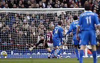 Fotball<br /> Premier League 2004/05<br /> Aston Villa v Birmingham<br /> Villa Park<br /> 12. desember 2004<br /> Foto: Digitalsport<br /> NORWAY ONLY<br /> Aston Villa's Thomas Sorensen (L) is beaten by Clinton Morrison's strike to give Birmingham a 2-0 lead