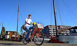 2015-06-08 NED: Presentatie teamcaptains  fietstocht vierdaagse WK  Beachvolleybal, Utrecht<br /> BvdGF en Nederlandse Volleybal Bond (Nevobo) organiseren van 24 t/m 27 juni 2015 een vierdaagse fietstocht door Nederland. Tijdens deze tocht worden er WK-beachvolleyballen uitgereikt aan diverse beachvolleybalverenigingen, (basis)scholen, bedrijven en organisaties. Vandaag werden de teamcaptains in Utrecht gepresenteerd.
