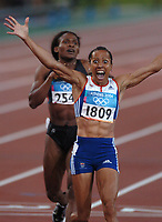 Kelly Holmes (GBR) celebrates victory in the Womens 800m Final . Atheletics, 23/08/2004. Credit: Colorsport / Matthew IMpey DIGITAL FILE ONLY