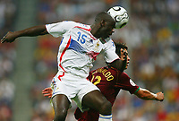 Fotball<br /> VM 2006<br /> Semifinale<br /> Frankrike v Portugal 1-0<br /> Foto: Witters/Digitalsport<br /> NORWAY ONLY<br /> <br /> World Cup 2006 - Semi Final<br /> Portugal v France<br /> 5th July, 2006<br /> <br /> v.l. Lilian Thuram Frankreich, Cristiano Ronaldo<br /> Fussball WM 2006 Halbfinale Portugal - Frankreich