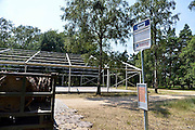 Nederland, Nijmegen,3-7-2014De voorbereidingen voor de nijmeegse vierdaagse zijn weer begonnen met de bouw van het militair kamp op Heumensoord. de tenten worden geleverd door de Boer tentenbouw en geplaatst door vooral vakantiewerkers en seizoenskrachten. De 4-daagse vindt plaats in de derde week van juli. Ook militairen van de landmacht zijn al bezig met het aanleggen van de installaties.Foto: Flip Franssen/Hollandse Hoogte