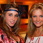 NLD/Amsterdam/20100115 - Inloop uitreiking Elle Style Awards, Ellen Hoog en Sophie Polkamp